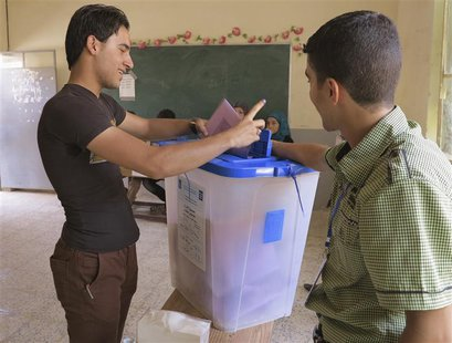 A youth casts his vote into a ballot box during the Iraq's provincial elections at a polling station in Ramadi, 100 km (62 miles) west of Baghdad, June 20, 2013.  CREDIT: REUTERS/ALI AL-MASHHADANI