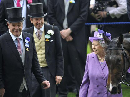 Britain's Queen Elizabeth (R) smiles as she stands with her horse Estimate and trainer Michael Stoute (L) after it won the Gold Cup during l