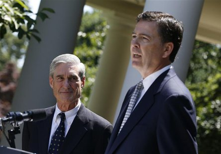 James Comey (R), a Republican who served in the Bush Justice Department, speaks alongside outgoing FBI Director Robert Mueller after being n