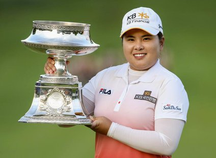Inbee Park of South Korea holds the trophy after winning the LPGA Golf Championship in Pittsford, New York June 9, 2013. REUTERS/Adam Fenste