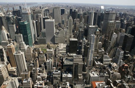 The skyline of Manhattan is pictured looking north from the Empire State Building in New York April 15, 2008. REUTERS/Gary Hershorn