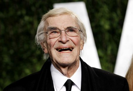 Actor Martin Landau smiles as he arrives at the 2012 Vanity Fair Oscar party in West Hollywood, California February 26, 2012. REUTERS/Danny