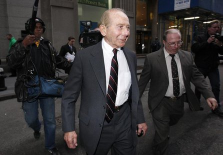 "Former CEO of American International Group Inc., Maurice ""Hank"" Greenberg, (C) leaves a building in downtown New York after being deposed by"