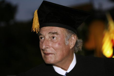 Swiss billionaire Marc Rich receives the Award Honorary Doctorates from Bar-Ilan University in Tel Aviv May 15, 2007. REUTERS/Gil Cohen Mage