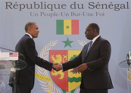 U.S. President Barack Obama (L) and Senegal President Macky Sall shake hands after their joint news conference at the Presidential Palace Ju