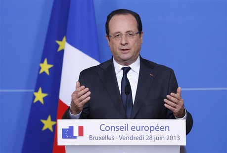 France's President Francois Hollande addresses a news conference during a European Union leaders summit in Brussels June 28, 2013. REUTERS/F