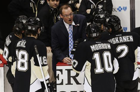 Pittsburgh Penguins head coach Dan Bylsma (C) strategizes with players (L-R): Kris Letang, James Neal, Brenden Morrow and Matt Niskanen in t