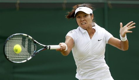 Li Na of China hits a return to Roberta Vinci of Italy during their women's singles tennis match at the Wimbledon Tennis Championships, in L