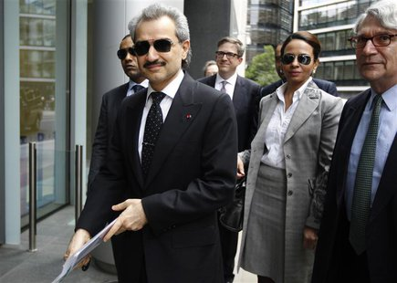 Prince Alwaleed bin Talal (L) arrives at the High Court in London July 1, 2013. REUTERS/Luke MacGregor