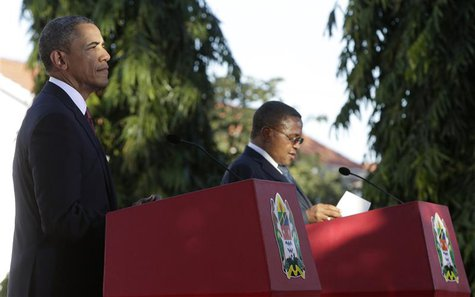 U.S. President Barack Obama (L) and Tanzania President Jakaya Kikwete hold a joint press conference in Dar Es Salaam July 1, 2013. REUTERS/G