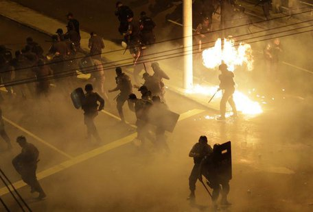 Riot police clash with demonstrators during a protest on the streets of Rio de Janeiro June 30, 2013. REUTERS/Ricardo Moraes