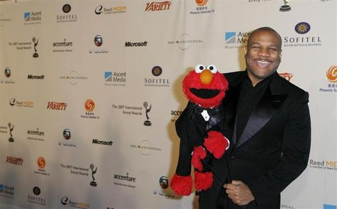 "Puppeteer Kevin Clash who is the voice of Sesame Street's ""Elmo,"" arrives for the International Emmys in New York November 19, 2007. REUTERS"