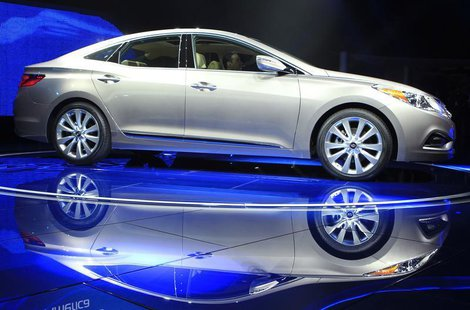 The Hyundai Azera is unveiled at the LA Auto Show in Los Angeles, California, November 16, 2011. REUTERS/Lucy Nicholson