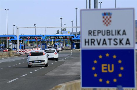 A closed Croatian border crossing is seen at Bregana July 1, 2013. REUTERS/Antonio Bronic