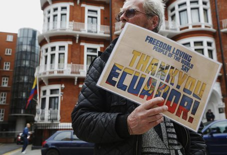 "A supporter of Edward Snowden holds a sign that reads ""Thank You Ecuador"", outside the Embassy of Ecuador in London June 24, 2013. REUTERS/L"