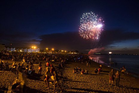 Fireworks for Independence Day are seen in Union Beach, New Jersey July 3, 2013. REUTERS/Eric Thayer