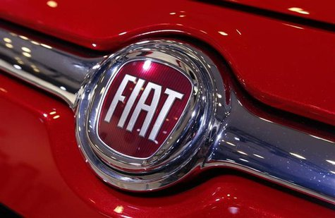 A Fiat logo is seen on a car during a press preview at the 2013 New York International Auto Show in New York, March 28, 2013. REUTERS/Mike S
