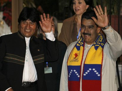 Bolivia's President Evo Morales (L) and his Venezuelan counterpart Nicolas Maduro wave during a meeting in Cochabamba, July 4, 2013. REUTERS