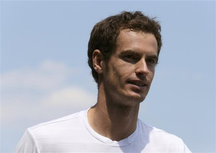 Andy Murray of Britain trains on a practise court at the Wimbledon Tennis Championships, in London July 6, 2013. REUTERS/Suzanne Plunkett