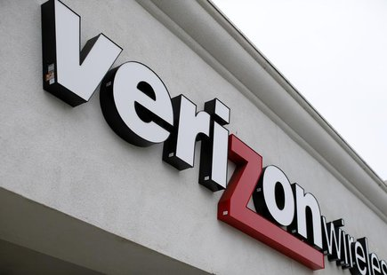 A Verizon wireless store is shown in Del Mar, California June 6, 2013. REUTERS/Mike Blake