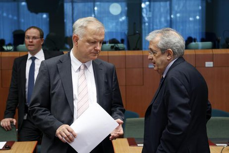European Economic and Monetary Affairs Commissioner Olli Rehn listens to Italy's Economy Minister Fabrizio Saccomanni (R) during an euro zon