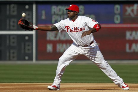 Philadelphia Phillies first baseman Ryan Howard bobbles a ground ball from a Kansas City Royals batter during the first inning of the Philli