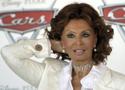 "Italian actress Sophia Loren poses during a photo call for the movie ""Cars 2 (3D)"" in Rome in this June 15, 2011 file photo. REUTERS/Remo Ca"