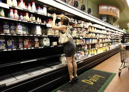 A woman searches through shelves in a grocery store in Brooklyn, New York August 27, 2011. Credit: Reuters/Brendan McDermid