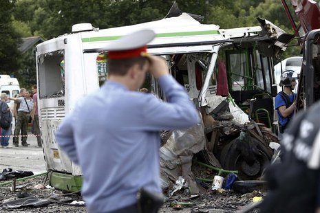 Members of the emergency services and police work at the scene of a collision between a bus and a truck outside Moscow July 13, 2013. REUTER