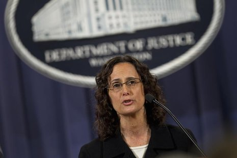 Illinois Attorney General Lisa Madigan speaks during a news conference at the DOJ in Washington D.C. December 21, 2011. REUTERS/Benjamin Mye
