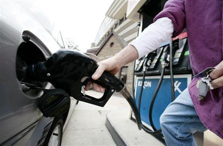 A customer fills a car's tank at a gas station approximately one mile from the White House in Washington March 11, 2008. Credit: Reuters/Larry Downing