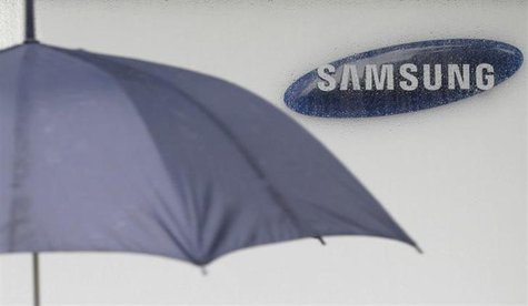 The logo of Samsung Electronics is seen at the company's headquarters in Seoul July 6, 2012.REUTERS/Lee Jae-Won