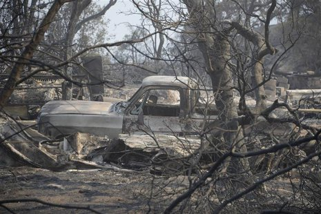 A view of a burnt vehicle after homes were destroyed during the Mountain Fire near Idyllwild, California July 18, 2013. REUTERS/Gene Blevins