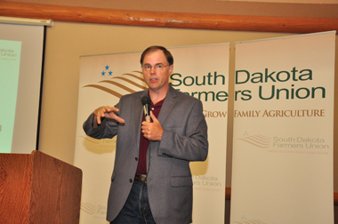 S.D. Public Utilities Commission Vice Chairman Chris Nelson discusses grain transaction laws at a meeting in Chamberlain July 17 (SDFU Photo)
