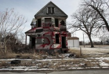 An abandoned home in Detroit stands as a symbol of the peoples skepticism of the financial situation in their city. (Reuters File Photo)