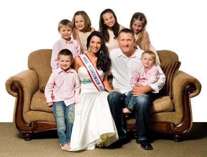 Mrs. Wisconsin Jamie Valeri and family.