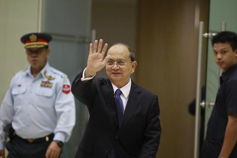 Myanmar's President Thein Sein waves as he arrives at Yangon International Airport after returning from the U.S. May 22, 2013. REUTERS/Soe Z