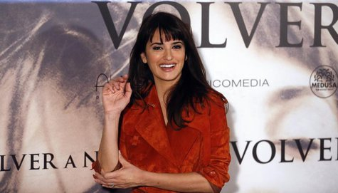 "Spanish actress Penelope Cruz gestures during a photocall to present her latest film ""Volver a nacer"" (""Twice Born"") in Madrid January 10, 2"