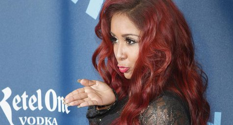 "TV personality Nicole ""Snooki"" Polizzi arrives for the 24th Annual GLAAD Media Awards in New York, March 16, 2013. REUTERS/Carlo Allegri"
