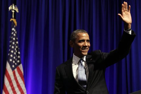 U.S. President Barack Obama waves after delivering remarks at an Organizing for Action dinner in Washington July 22, 2013. REUTERS/Yuri Grip