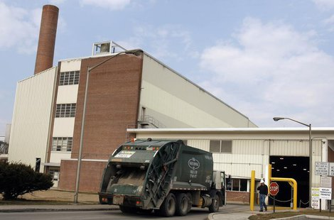 A trash truck enters the Harrisburg Incinerator in Harrisburg, Pennsylvania, March 10, 2010. REUTERS/Tim Shaffer