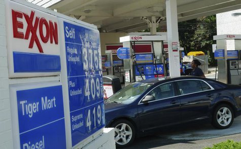 A motorist fills up her car at an Exxon gas station in Arlington, Virginia, August 10, 2011. REUTERS/Jason Reed