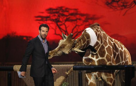 "Actor Jason Sudeikis speaks next to a baby giraffe at the seventh annual Spike TV's ""Guys Choice"" awards in Culver City, California June 8,"
