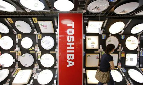 The logo of Toshiba Corp is seen at an electronics store in Yokohama, south of Tokyo, June 25, 2013. REUTERS/Toru Hanai