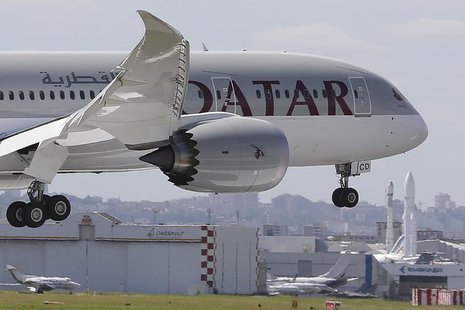 A Qatar Airways Boeing 787 Dreamliner lands at Le Bourget airport near Paris, June 16, 2013, one day before the 50th Paris Air Show. The air