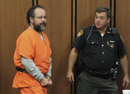 Ariel Castro (L), 53, enters the courtroom in Cleveland, Ohio July 26, 2013. REUTERS/Aaron Josefczyk