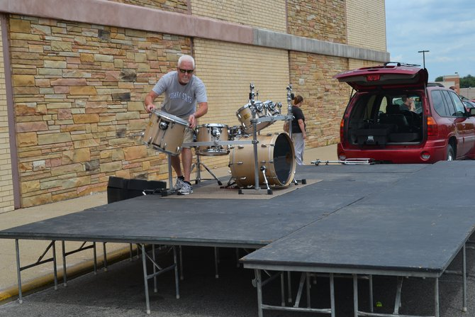 MacDaddy's drummer getting set up early