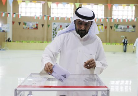 A voter casts his ballot during elections in District 3 Khaldeya, Kuwait City July 27, 2013. REUTERS/Hamad I Mohammed