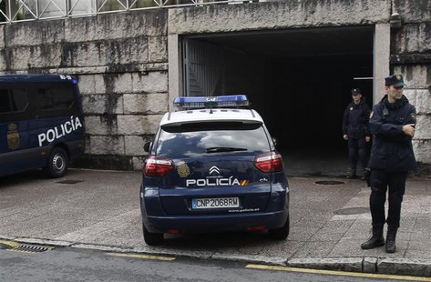 A police car arrives at the courthouse with Francisco Garzon inside in Santiago de Compostela, northwestern Spain, July 28, 2013. REUTERS/Mi