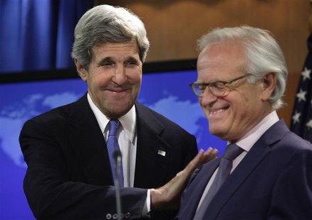 U.S. Secretary of State John Kerry (L) greets Martin Indyk at the State Department in Washington July 29, 2013. REUTERS/Yuri Gripas
